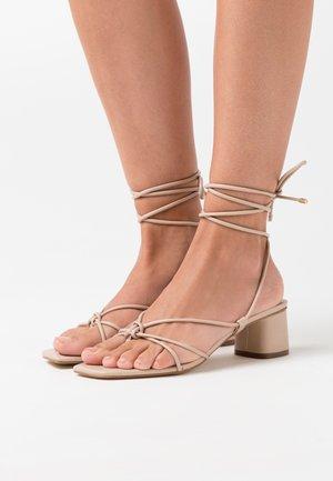 MARAKET - Sandalias de dedo - bone