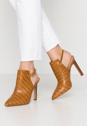 FIRLEIGH - High heeled ankle boots - cognac