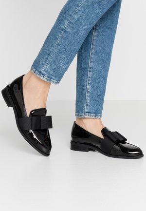 NERILLAN - Nazouvací boty - black