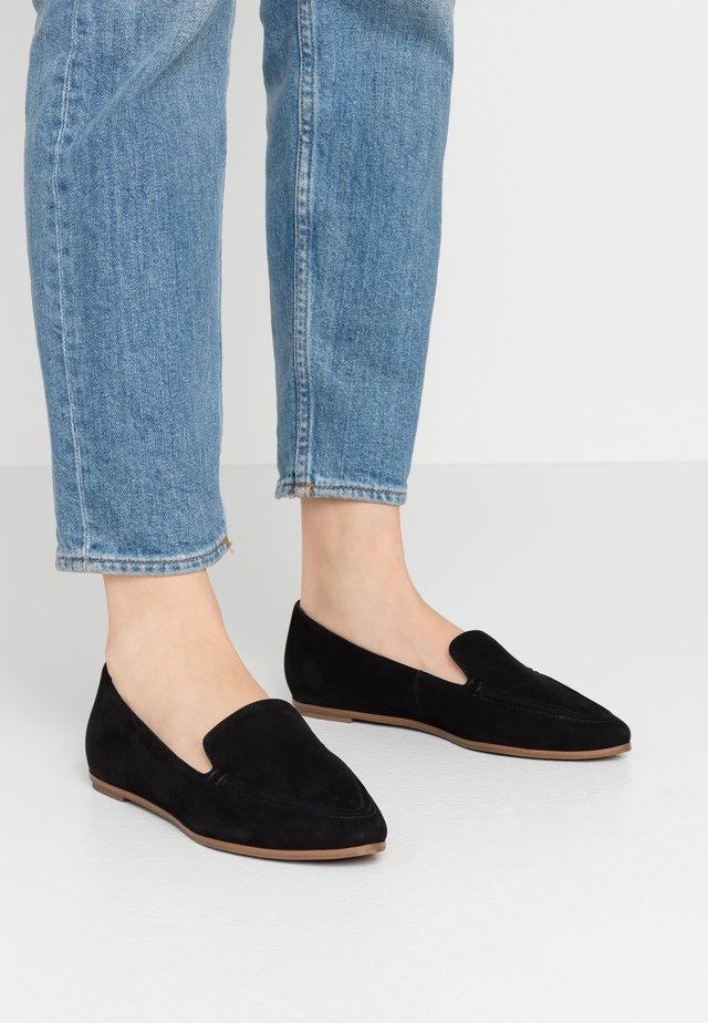 GUSSA - Slipper - black