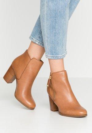 NAEDIA - Ankle boots - cognac