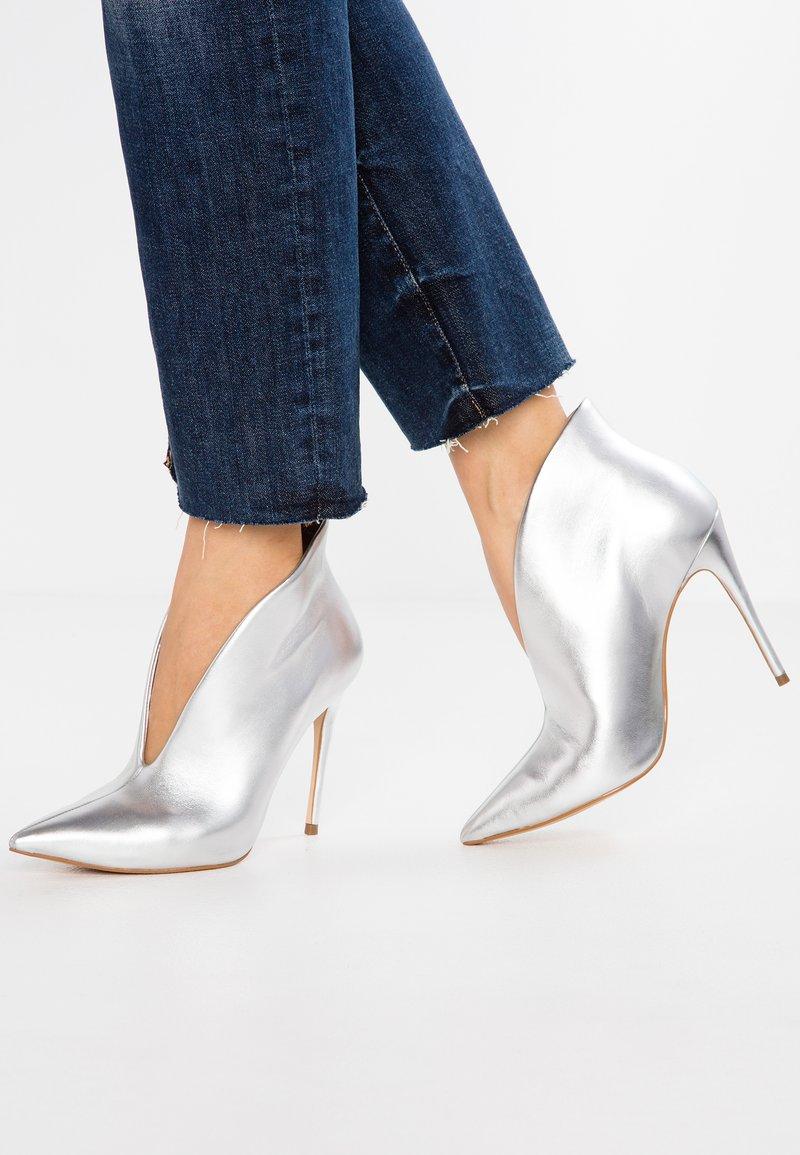 ALDO - MELIDITH - High Heel Stiefelette - silver
