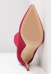 ALDO - YSISSA - High heeled ankle boots - red - 6