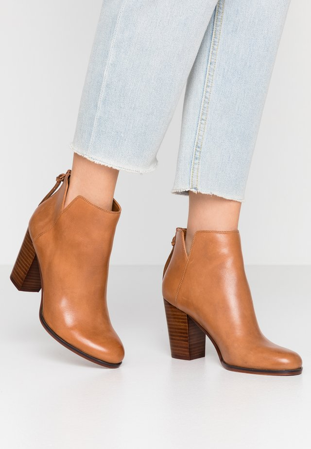 LALITH - Ankle Boot - cognac