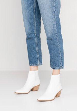 DRELIWIA - Kovbojské/motorkářské boty - white