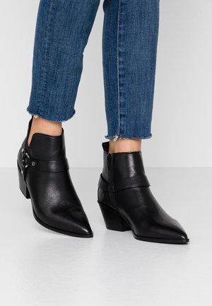 WRANGLER - Kotníková obuv - black