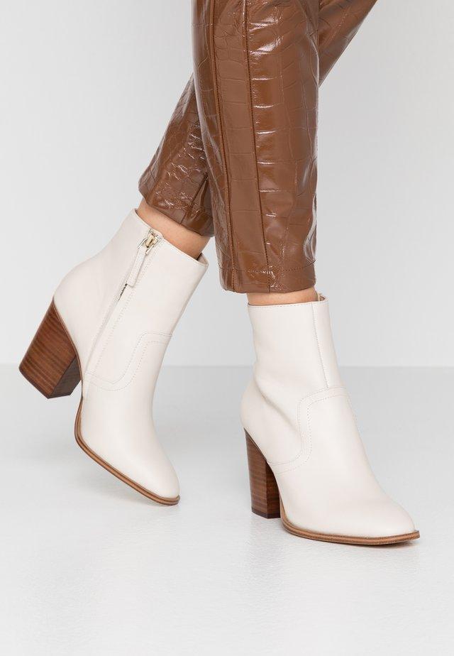 THIELLE - Korte laarzen - offwhite
