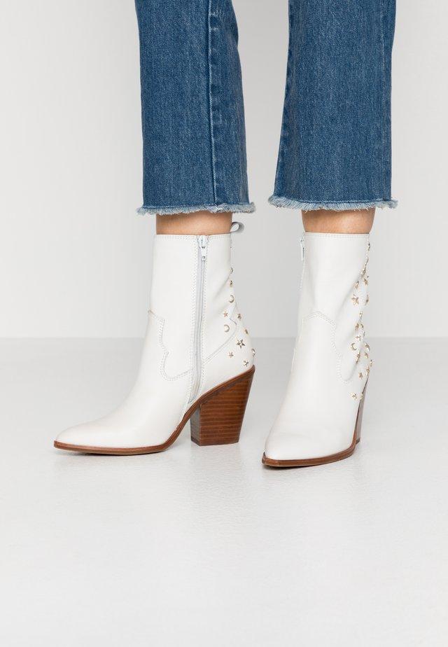 ALDO X TEZZA - Cowboy/biker ankle boot - white