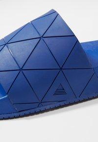 ALDO - THELIDIEN - Sandales de bain - medium blue - 5
