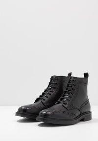 ALDO - VANELLUS - Šněrovací kotníkové boty - black - 2