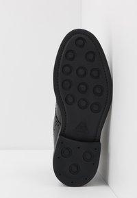 ALDO - VANELLUS - Šněrovací kotníkové boty - black - 4