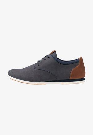 AAUWEN - Chaussures à lacets - navy/multicolor