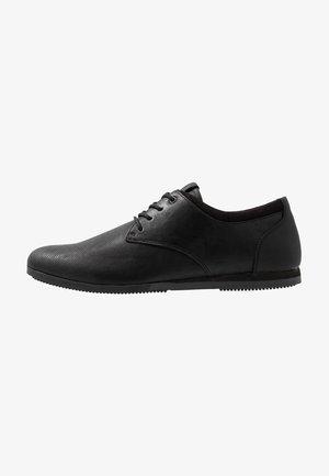 AAUWEN - Chaussures à lacets - black