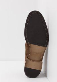 ALDO - GALIAWIEN - Zapatos con cordones - taupe - 4