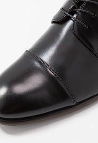 ALDO - BIREVEN - Klassiset nauhakengät - black - 5