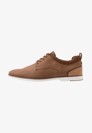 VOEDIEN - Volnočasové šněrovací boty - tan