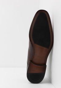 ALDO - PROVEN - Elegantní šněrovací boty - dark brown - 4