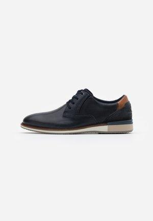 ADALWOLF - Volnočasové šněrovací boty - navy