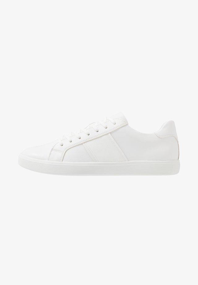 COWIEN - Sneaker low - white overflow