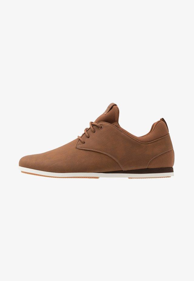 PREILIA - Sneaker low - cognac