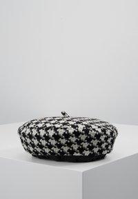 ALDO - MALYAN - Mössa - black/white - 2