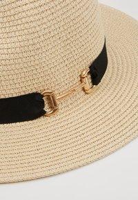 ALDO - MASYN - Hatt - light natural and black with gold - 2