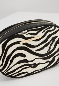 ALDO - GRABER - Bum bag - white/black - 8