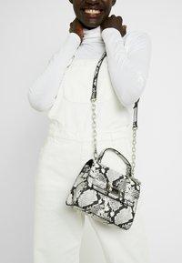 ALDO - REATHIEL - Håndtasker - black/white - 1