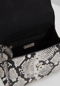 ALDO - REATHIEL - Håndtasker - black/white - 4