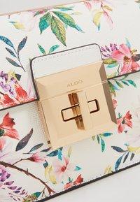 ALDO - CHIADDA - Sac à main - pastel/white/gold-coloured - 2
