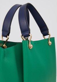 ALDO - VIREMMA - Torebka - jolly green/gold-coloured - 2