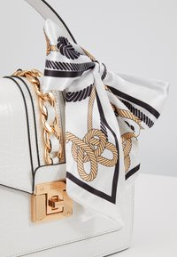 ALDO - GLENDAA - Handtasche - bright white/gold-coloured - 2