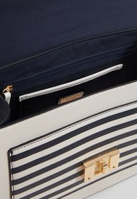 ALDO - GLENDAA - Handbag - peacoat/white/red - 5