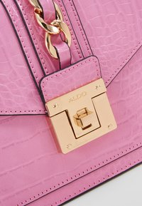 ALDO - MARTIS - Håndveske - cyclamen with gold hardwareembossed - 7
