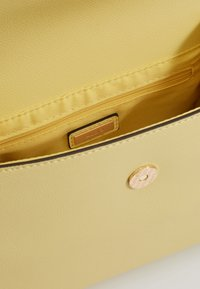 ALDO - KLUSA - Sac à main - medium yellow - 5