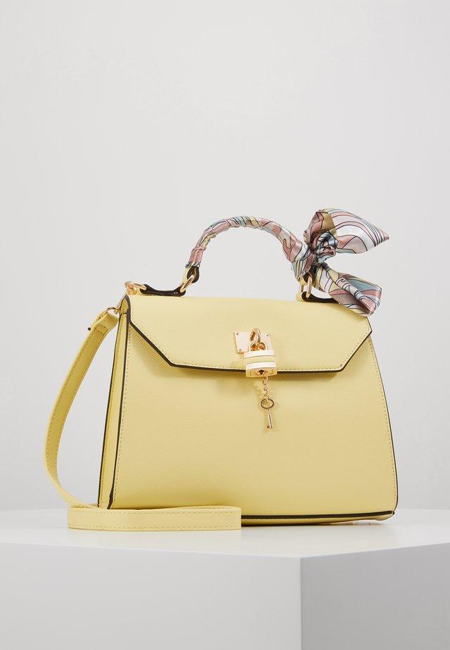 KLUSA - Käsilaukku - medium yellow
