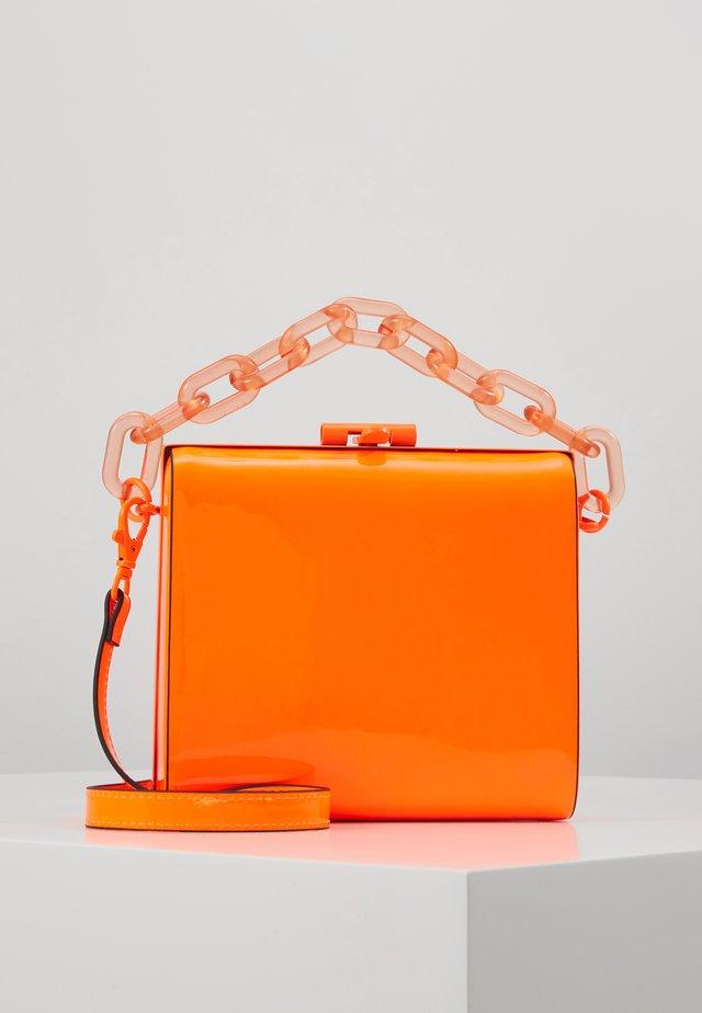 SUSANITA - Handtasche - bright orange