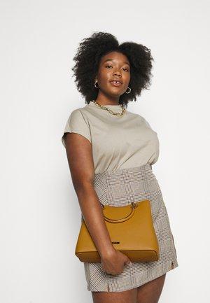 CHERRAWIA - Håndtasker - dark yellow