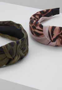 ALDO - ADRIADIA 2 PACK - Příslušenství kvlasovému stylingu - khaki - 4