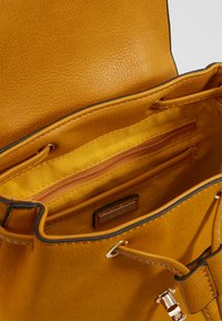 ALDO - PRELIN - Ryggsäck - dark yellow - 4