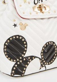 ALDO - DISNEY MINIPACK MICKEY - Rucksack - bright white/gold-coloured - 2