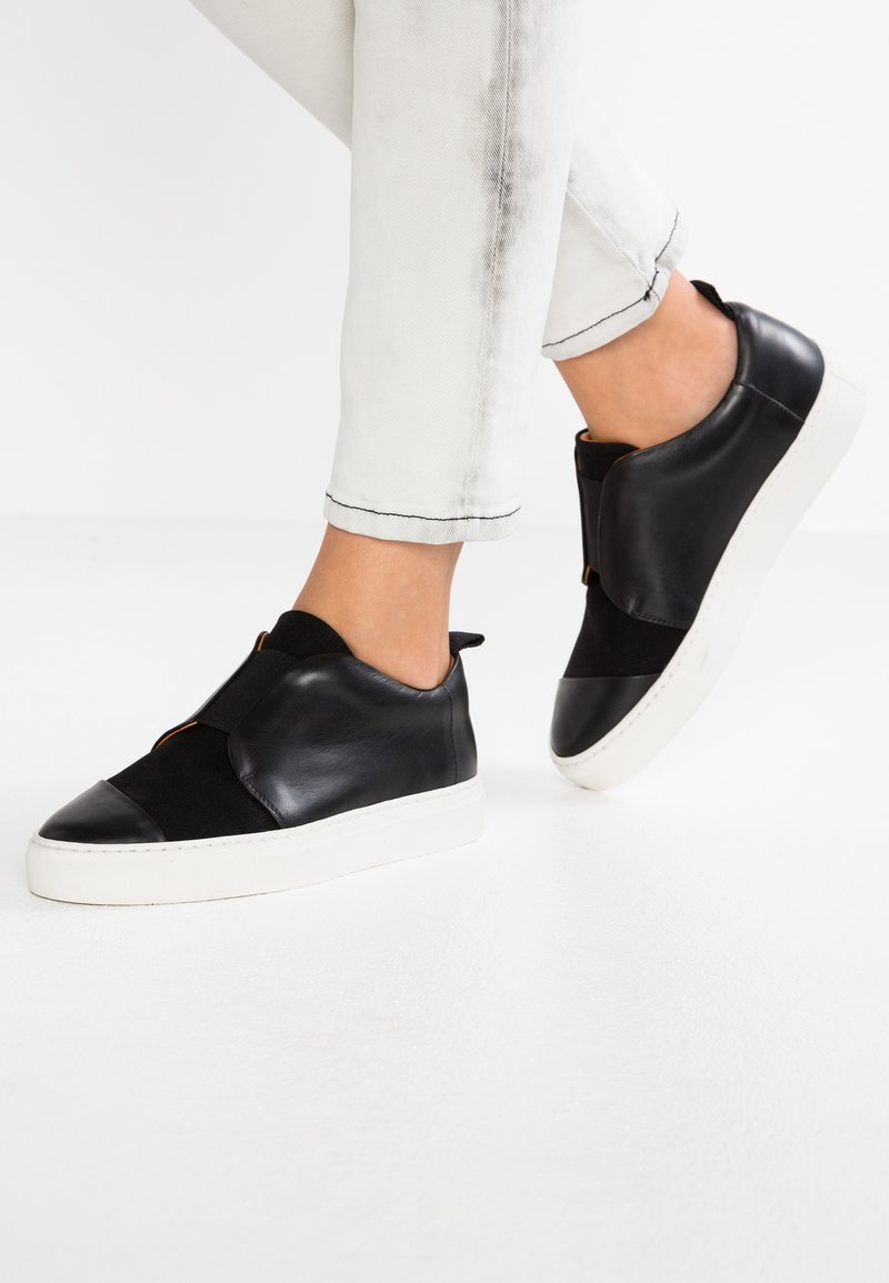 another project - Loaferit/pistokkaat - black