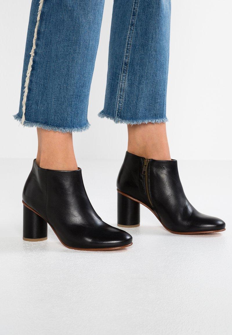 another project - Boots à talons - black