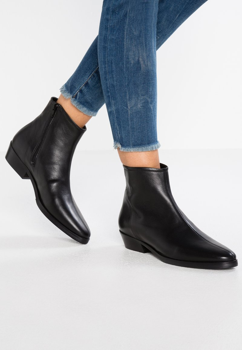 another project - Bottines - black