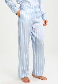 ASCENO - Pyjama bottoms - sky stripe - 0