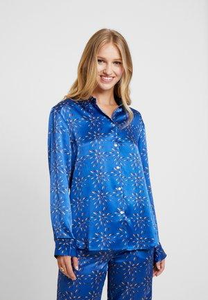 Pyjamasoverdel - cobalt multi