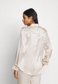 ASCENO - THE LONDON - Pyjamasöverdel - cream - 2