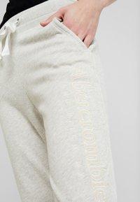 Abercrombie & Fitch - CORE LOGO JOGGER - Teplákové kalhoty - heather - 4