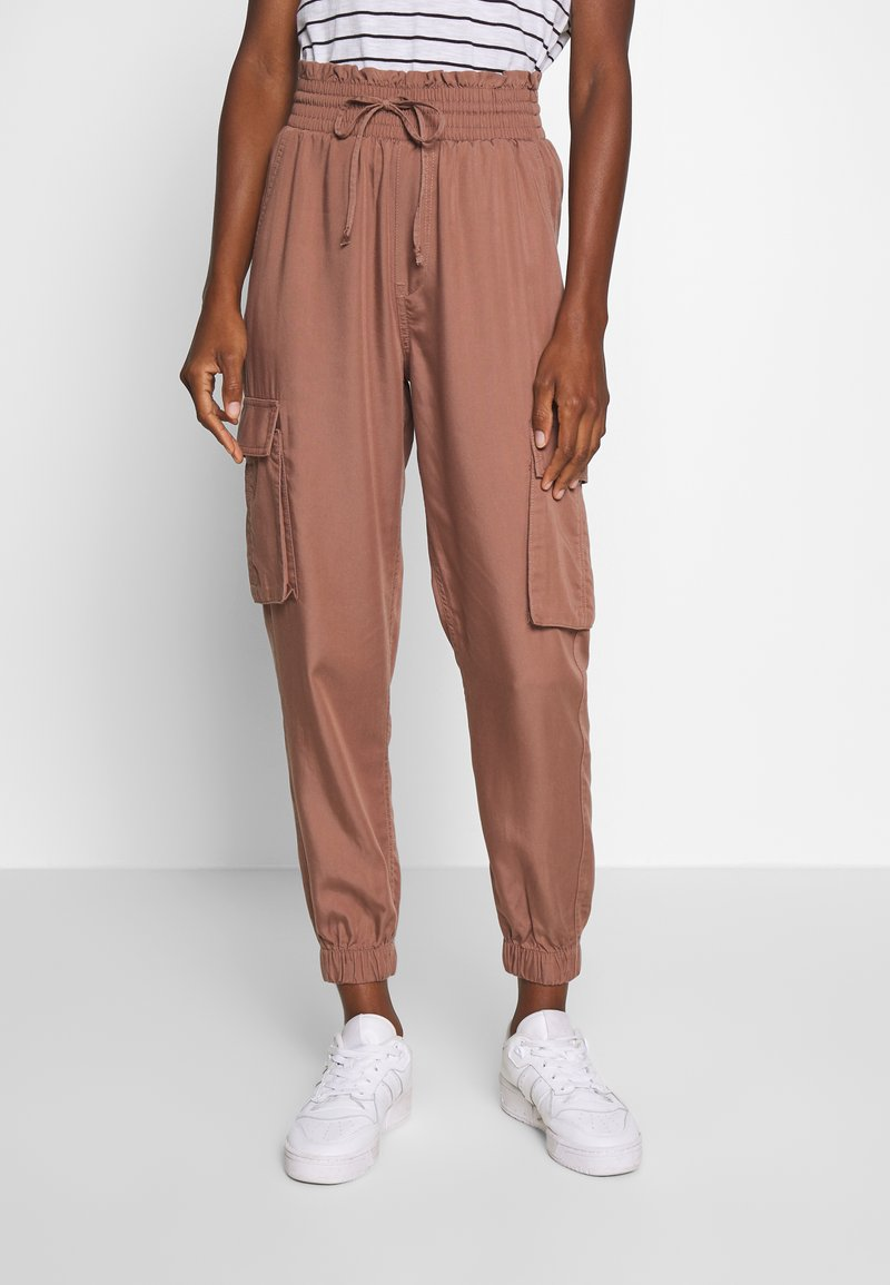 Abercrombie & Fitch - JOGGER - Trousers - brown