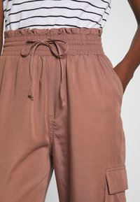 Abercrombie & Fitch - JOGGER - Trousers - brown - 5